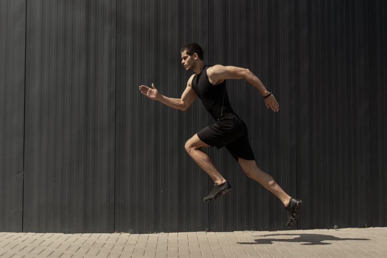 האם ריצה מהירה מזיקה יותר לברכיים