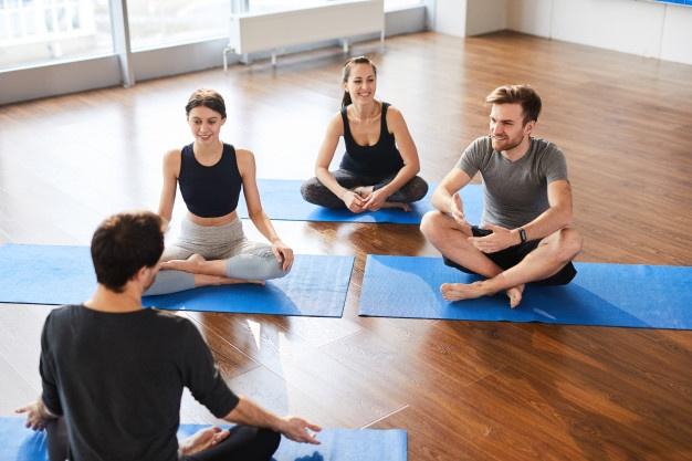 yoga-students-workshop-with-yogis_236854-12706